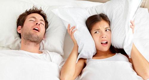 Мужчина храпит во сне как ему помочь