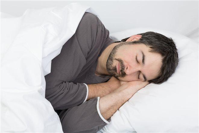 Родные могут следить за его поведением, во сне